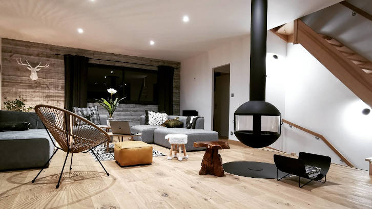 Maison bois intérieur aménagement lambris parquet menuiserie