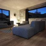maison bois avec intérieur en parquet et lambris