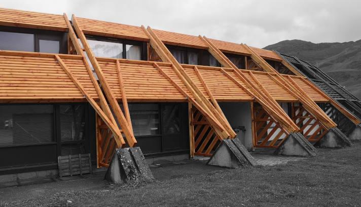 Charpente bois douglas pour habillage façade batiment