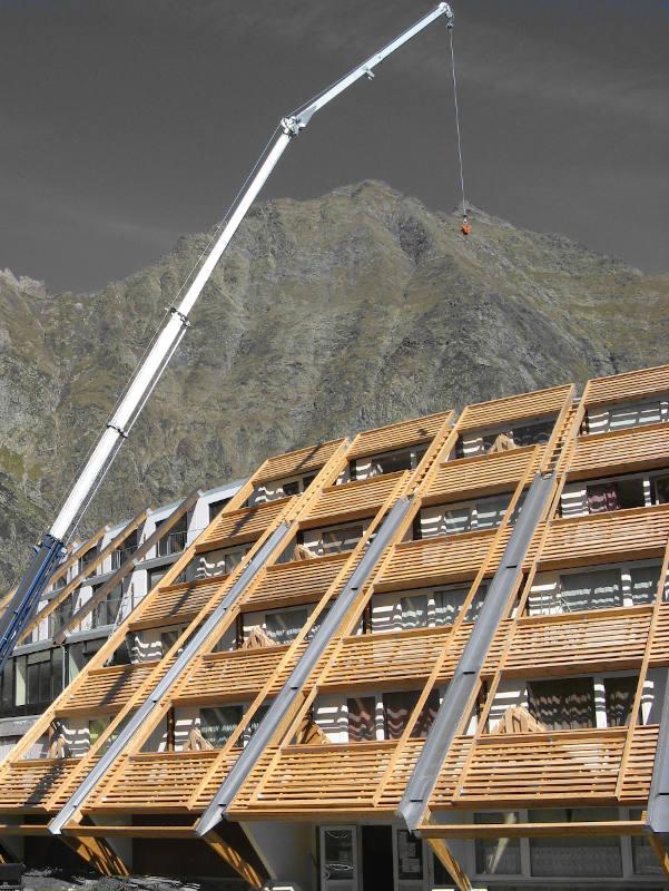 Charpente bois habillage d'une façade de bâtiment PIAU