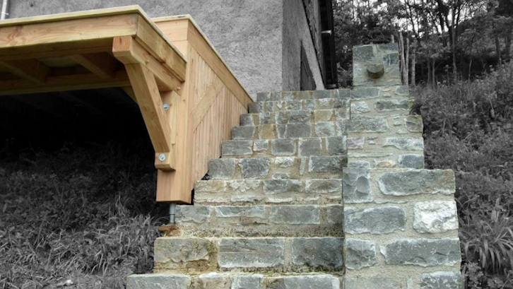 Maçonnerie construction d'un escalier en pierre