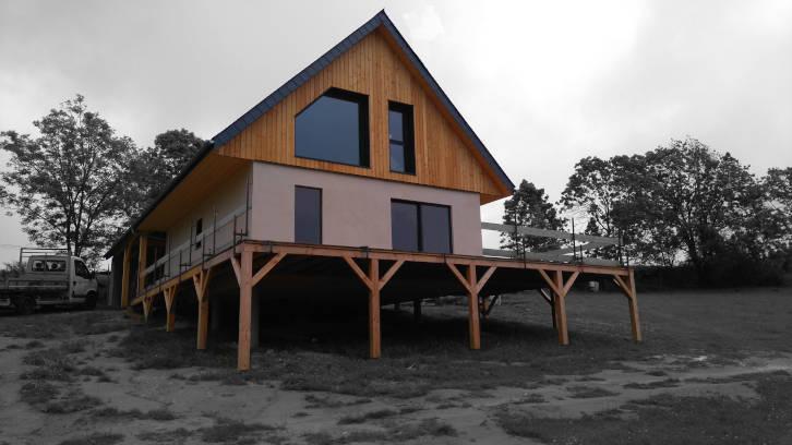 maison ossature bois sur plot béton